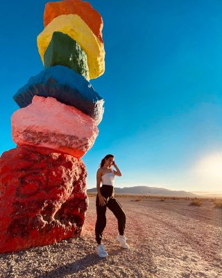 𝚂𝚎𝚟𝚎𝚗 𝙼𝚊𝚐𝚒𝚌 𝙼𝚘𝚞𝚗𝚝𝚊𝚒𝚗𝚜 📍#vegas #arizona #tour #maxtourvegas #sevenmagicmountains #sunrise #model #dancer