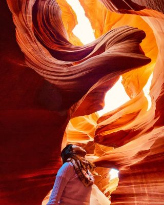 While we impatiently await the reopening of Lower Antelope Canyon, here is one of our favorite photos from inside the canyon, taken by Matthew right under the Lady in the Wind at Lower Antelope Canyon......#antelopecanyon #lowerantelopecanyon #lowerantelopecanyontours #lowerantelope #maxtourvegas #羚羊谷 #下羚羊谷