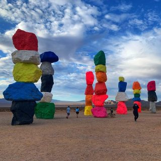 We visit Seven Magic Mountains early in the morning on our tours, which is great for beating the crowds and the heat!   See it on our Grand Canyon West, Hoover Dam, Seven Magic Mountains Tour.  . . . . .#sevenmagicmountains #sevenmagicmountains💜💛💚💙❤️ #maxtourvegas #七魔山
