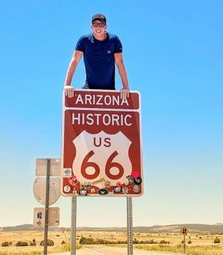 Most of our guests take photos under this sign! This is a great stop for photos that we make on Route 66. ⠀.⠀.⠀.⠀.⠀.⠀#maxtourvegas#Route66#route66tours#route66roadtrip#route66arizona⠀#seligman#66號公路#themotherroad#mainstreetofamerica#getyourkicks⠀#travel#arizona#arizonatour#travelblog#travelblogger#travelholic#今日照片#旅行#旅遊#導遊